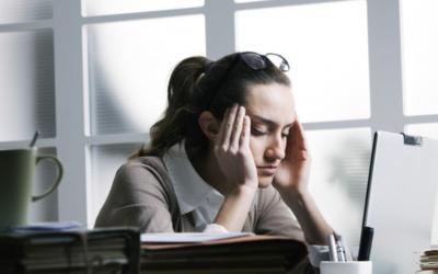 En quoi est dû le stress chronique ?